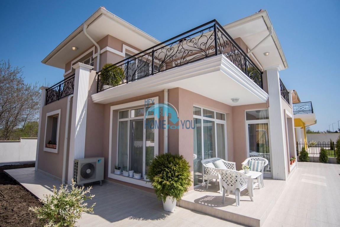 Новый дом с мебелью и бассейном рядом с пляжем в квартале Сарафово