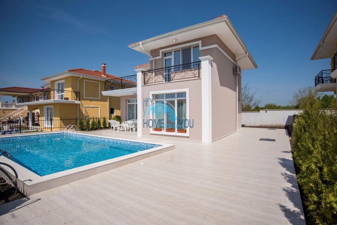 Новый дом с мебелью и бассейном рядом с пляжем в квартале Сарафово 3