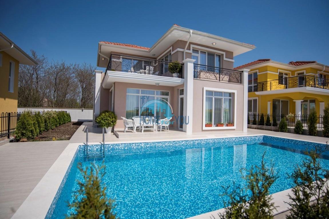 Новый дом с мебелью и бассейном рядом с пляжем в квартале Сарафово 4