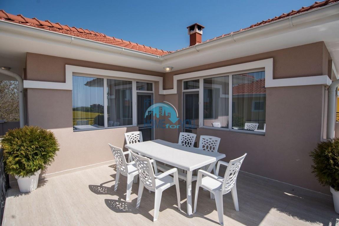 Новый дом с мебелью и бассейном рядом с пляжем в квартале Сарафово 8