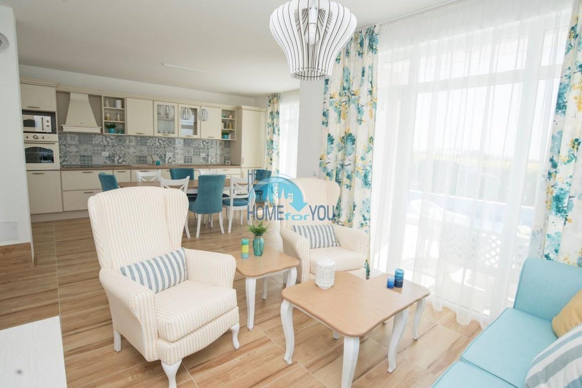 Новый дом с мебелью и бассейном рядом с пляжем в квартале Сарафово 12