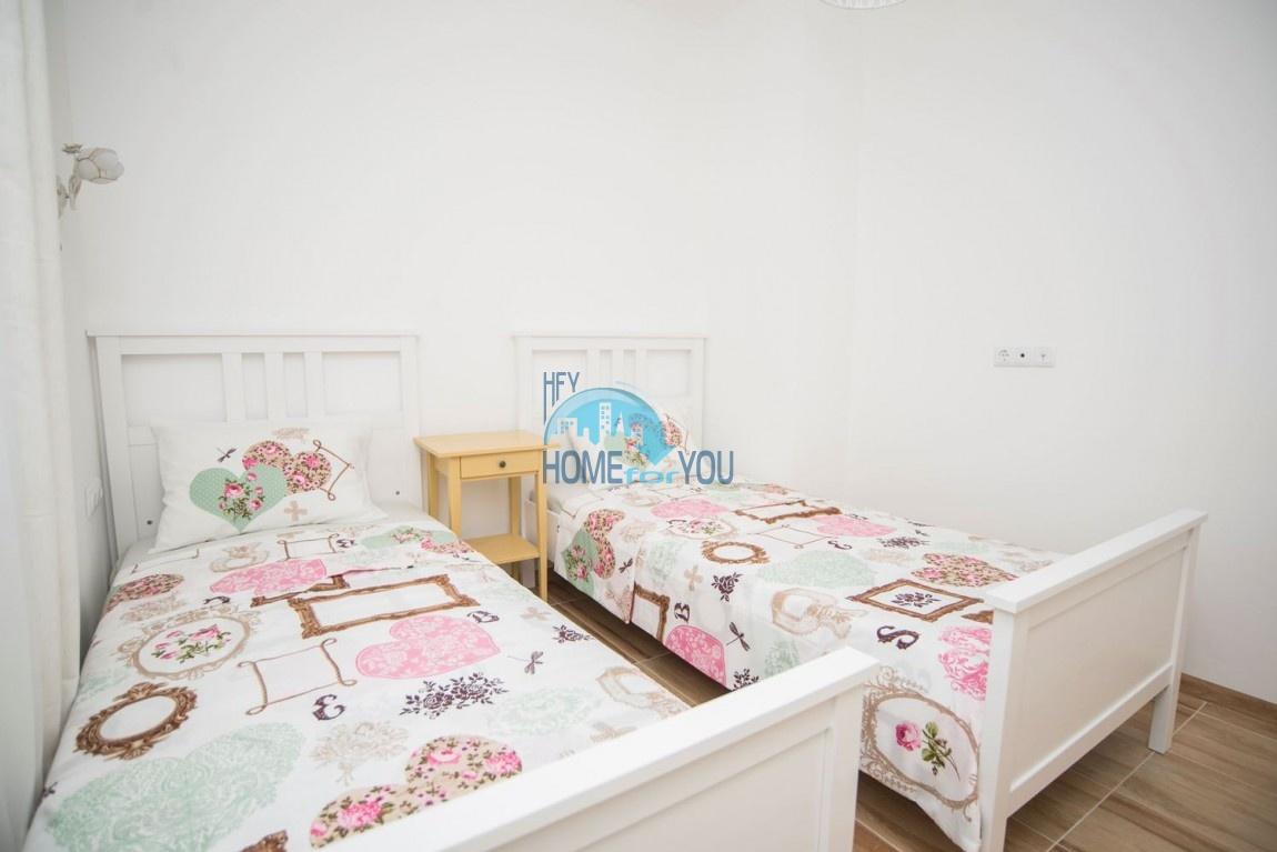Новый дом с мебелью и бассейном рядом с пляжем в квартале Сарафово 14