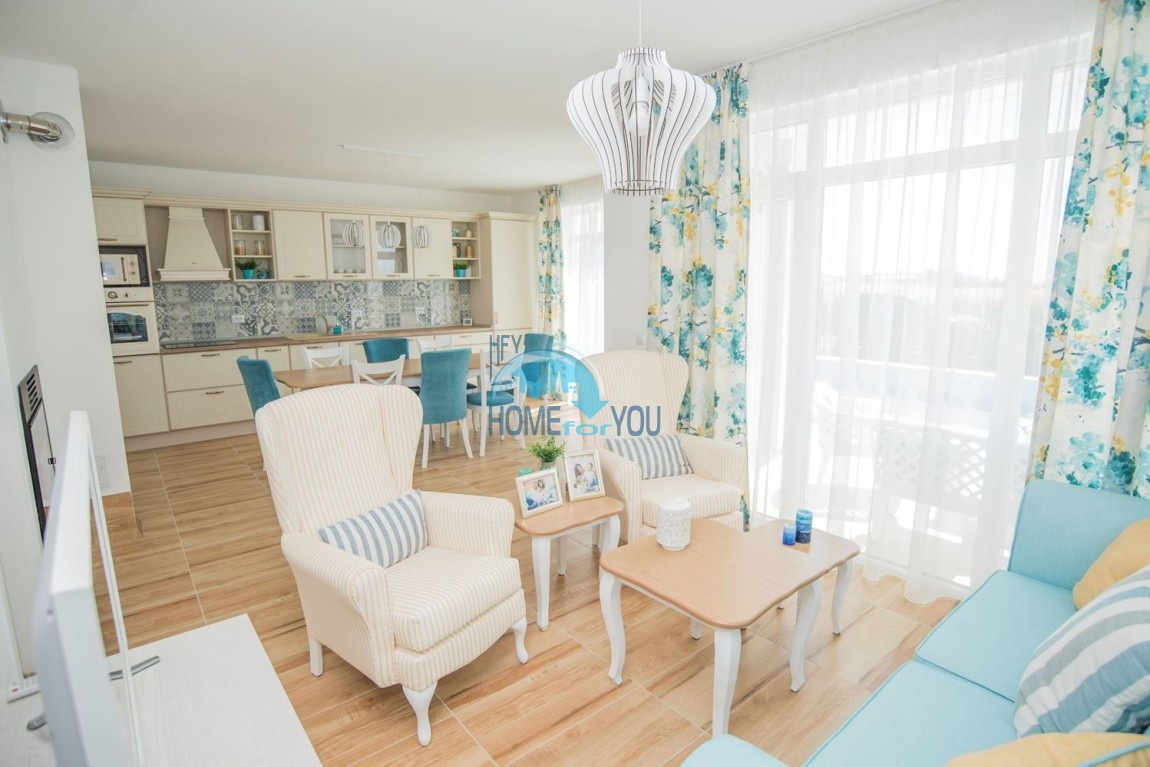 Новый дом с мебелью и бассейном рядом с пляжем в квартале Сарафово 9
