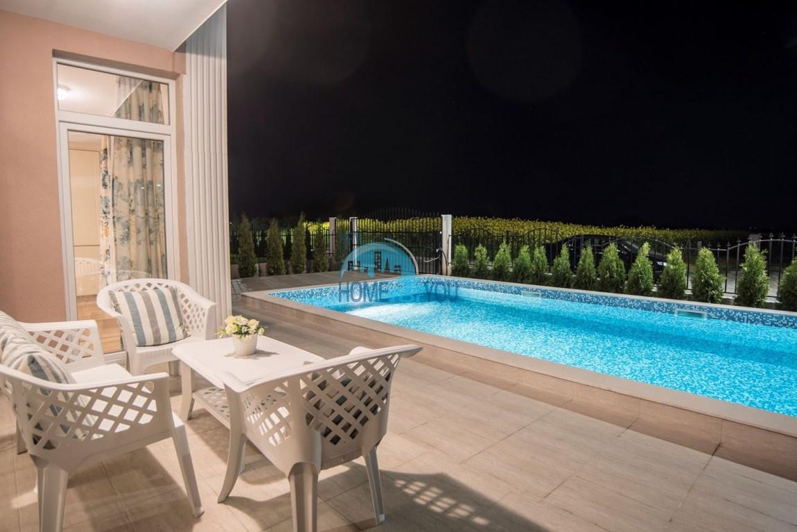 Новый дом с мебелью и бассейном рядом с пляжем в квартале Сарафово 7