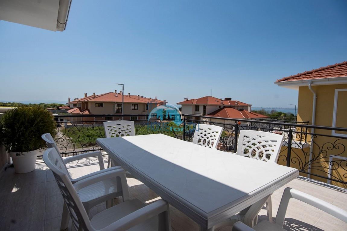 Новый дом с мебелью и бассейном рядом с пляжем в квартале Сарафово 24