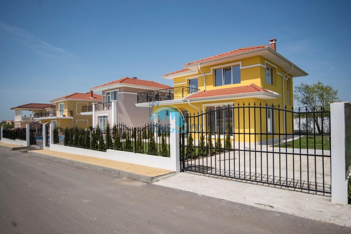 Новый готовый дом с участком рядом с морем в квартале Сарафово - Бургас 3