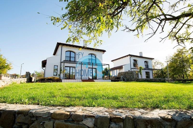 Новый двухэтажный дом в селе Велика - южное побережье