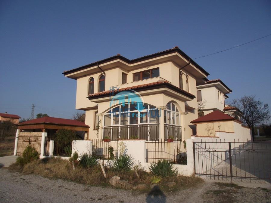 Новый, меблированный дом в поселке Банево, Бургас