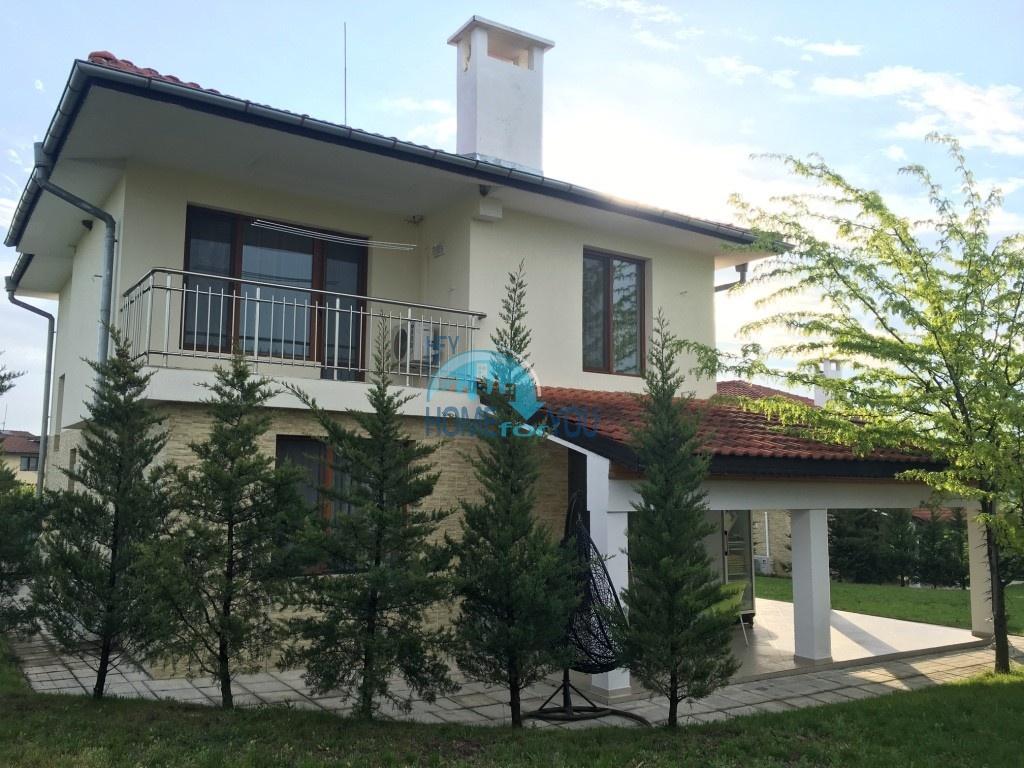 Двухэтажный большой дом в пригороде Бургаса в селе Маринка