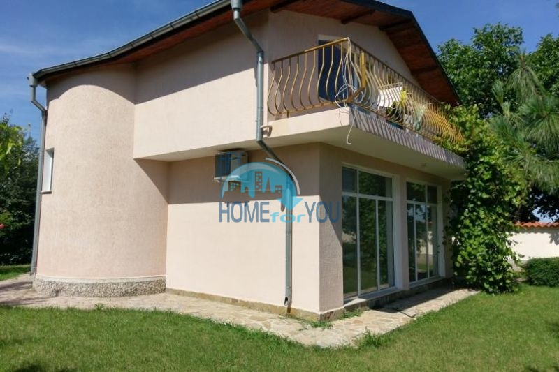 Отдельный двухэтажный новый дом в поселке Каменар