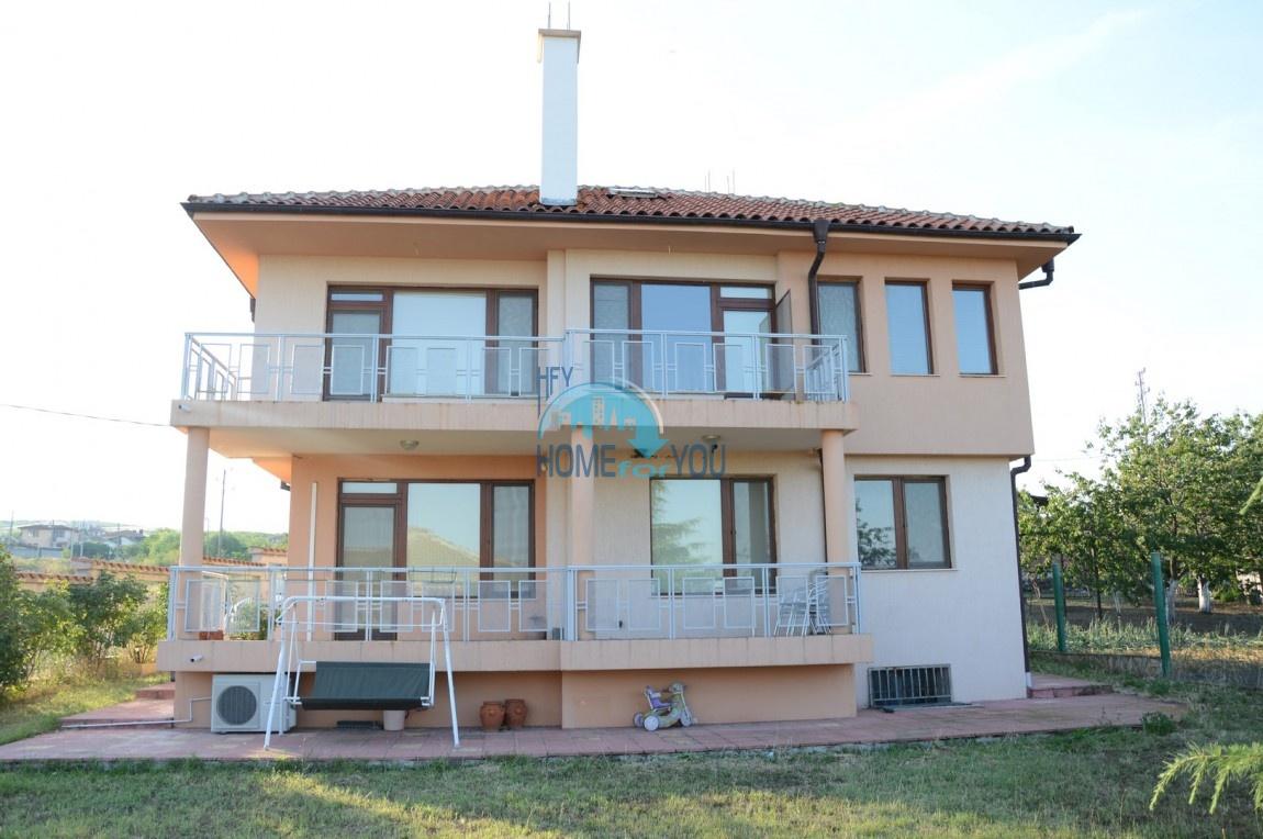Продается большой дом с участком в селе Лыка в Бургасской области