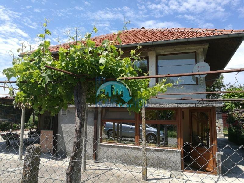Добротный двухэтажный дом в селе Ливада