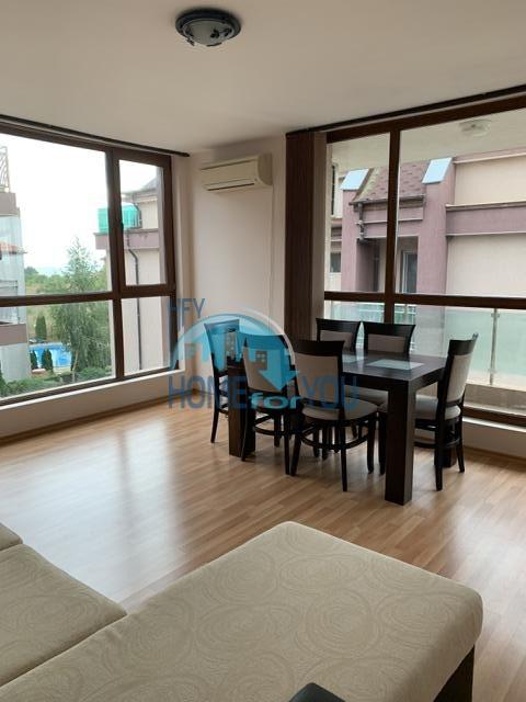 Просторная трехкомнатная квартира с мебелью в районе Сарафово, Бургас