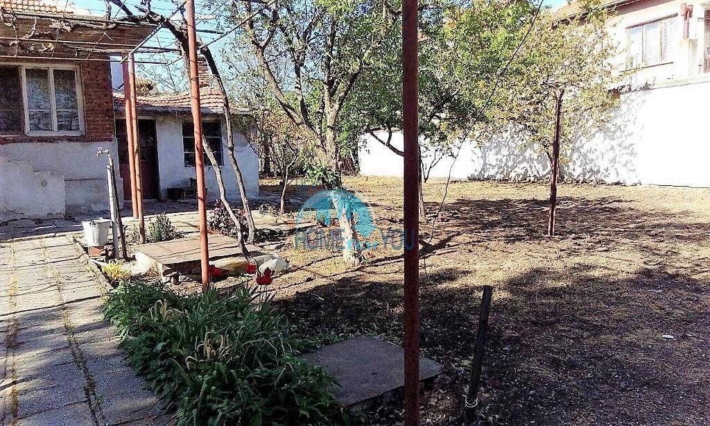 Добротный дом с большим участком земли 5