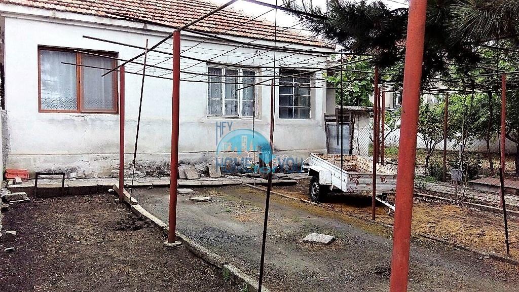 Добротный дом с большим участком земли 19