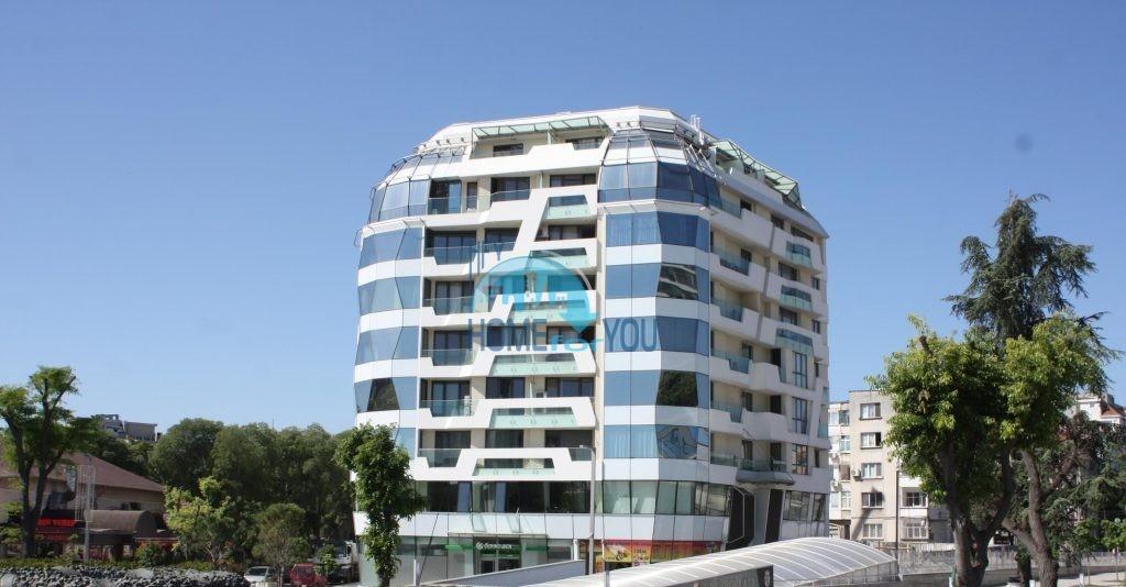 Новая трехкомнатная квартира в идеальном центре Бургаса