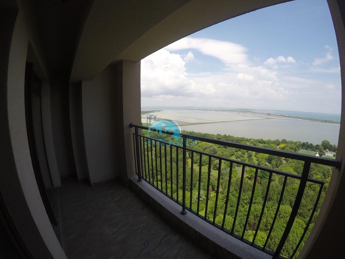Замечательный вид на море. Новая двухкомнатная квартира на первой линии в городе Бургас