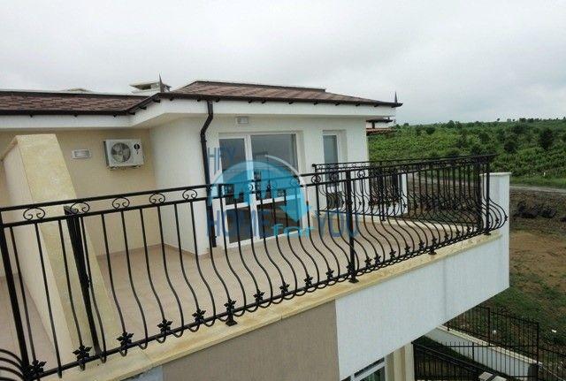 Двухкомнатная квартира с видом на море в курорте Бяла 3