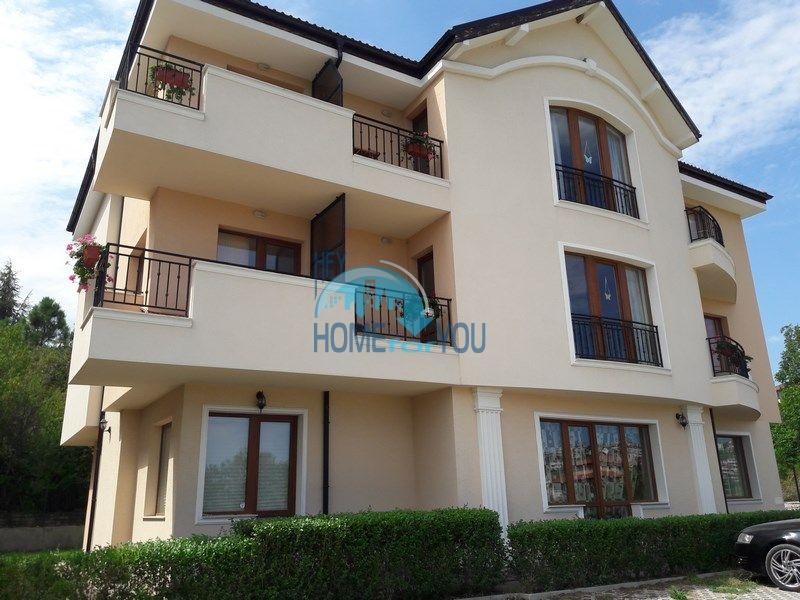Меблированная недорогая однокомнатная квартира в жилом здании в Бяле