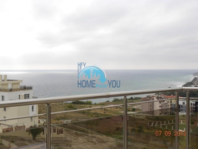 Отличная трехкомнатная квартира с большой террасой с видом на море в городе Бяла