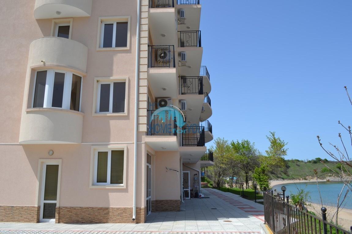 Большая студия с прямым видом на море на пляже в Черноморце 4