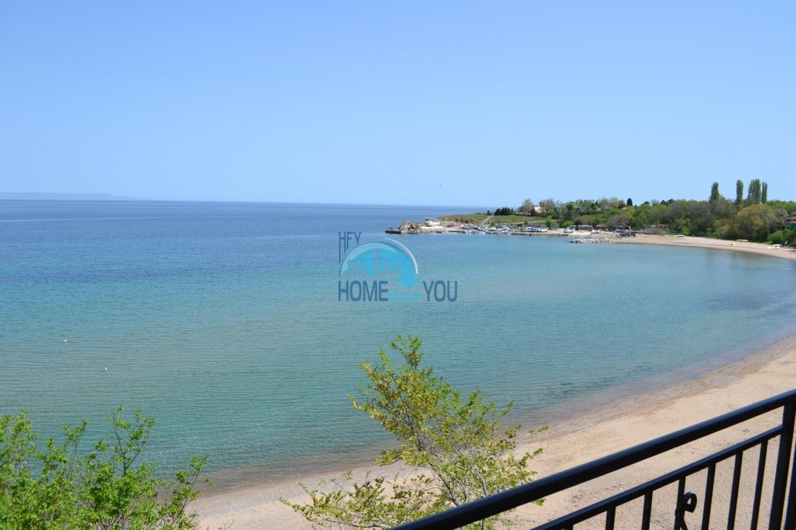 Большая студия с прямым видом на море на пляже в Черноморце 2