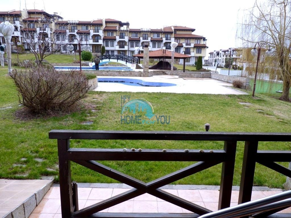 Трехкомнатная квартира 105 кв.м с видом на море и выходом к бассейну расположенная на первой линии в комплексе Святой Никола, Черноморец