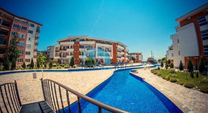 Двухкомнатная квартира на первой линии моря в курорте Елените 2