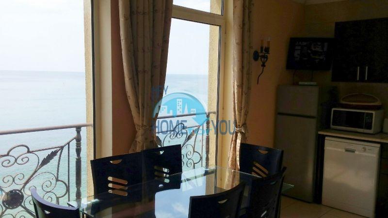 Двухкомнатная квартира с видом на море 6