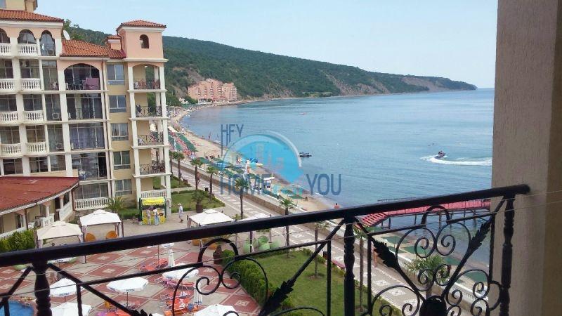 Двухкомнатная квартира с видом на море 10