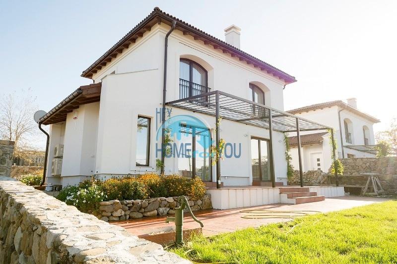 Продается отличный двухэтажный дом на южном побережье - село Велика