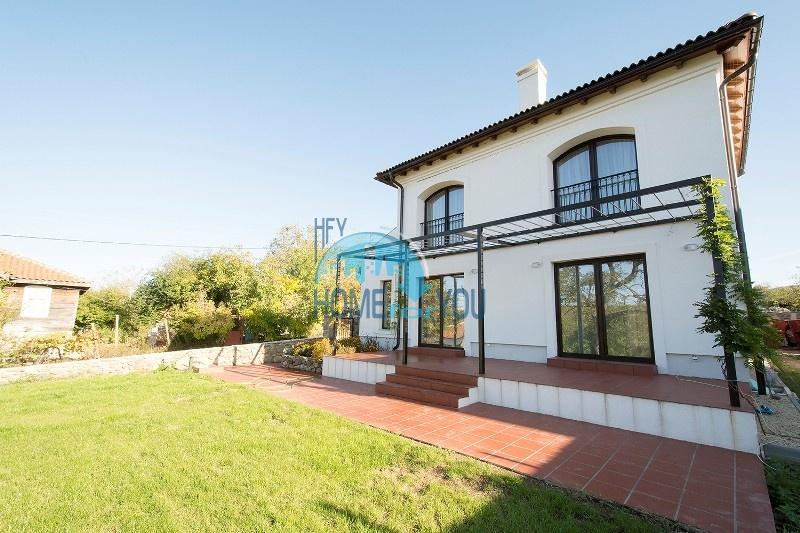 Продается отличный двухэтажный дом на южном побережье - село Велика 2