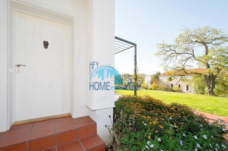 Продается отличный двухэтажный дом на южном побережье - село Велика 10