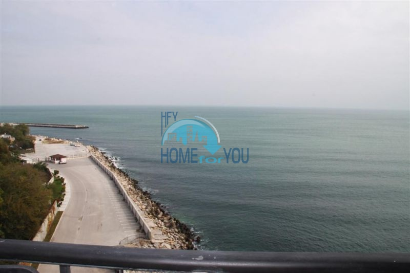 Трехкомнатная квартира с шикарным видом на море в городе Варна