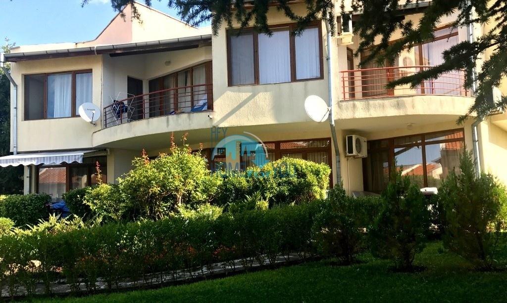 Таунхаус с тремя спальнями в хорошем комплексе в местности Кошарица 2
