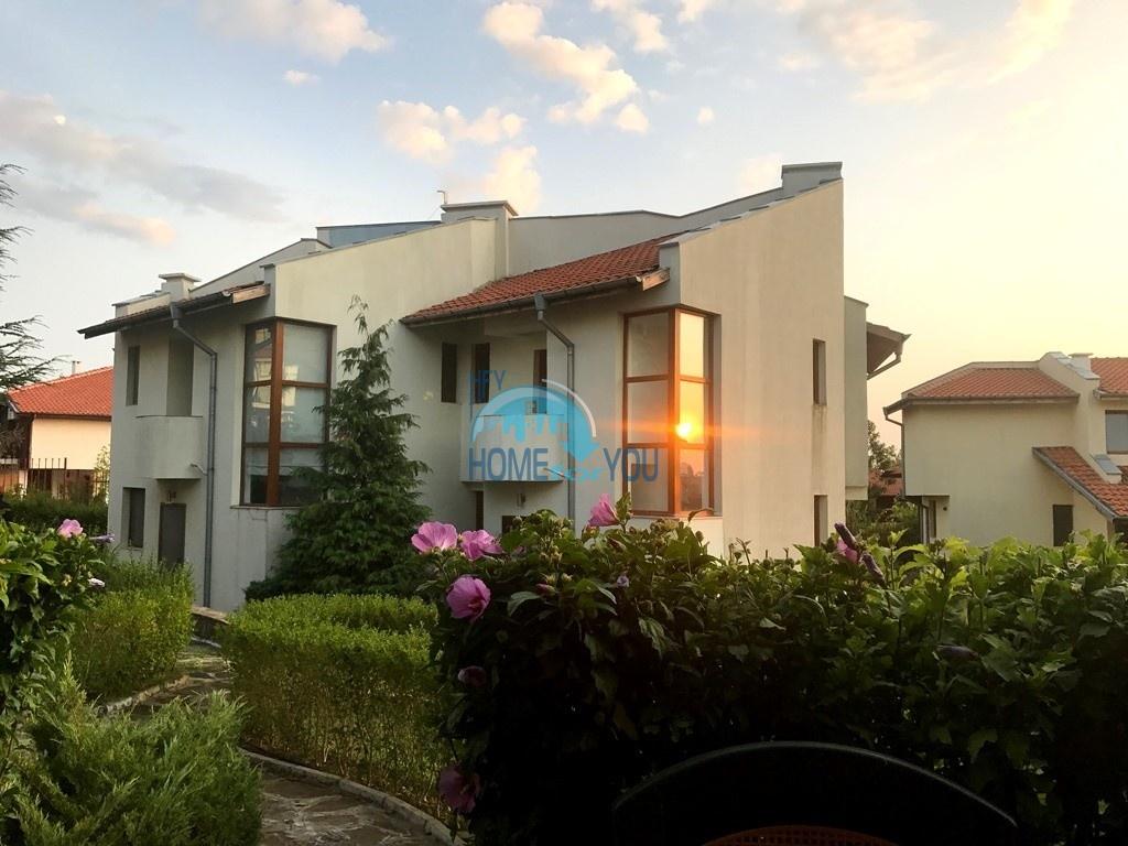 Таунхаус с тремя спальнями в хорошем комплексе в местности Кошарица