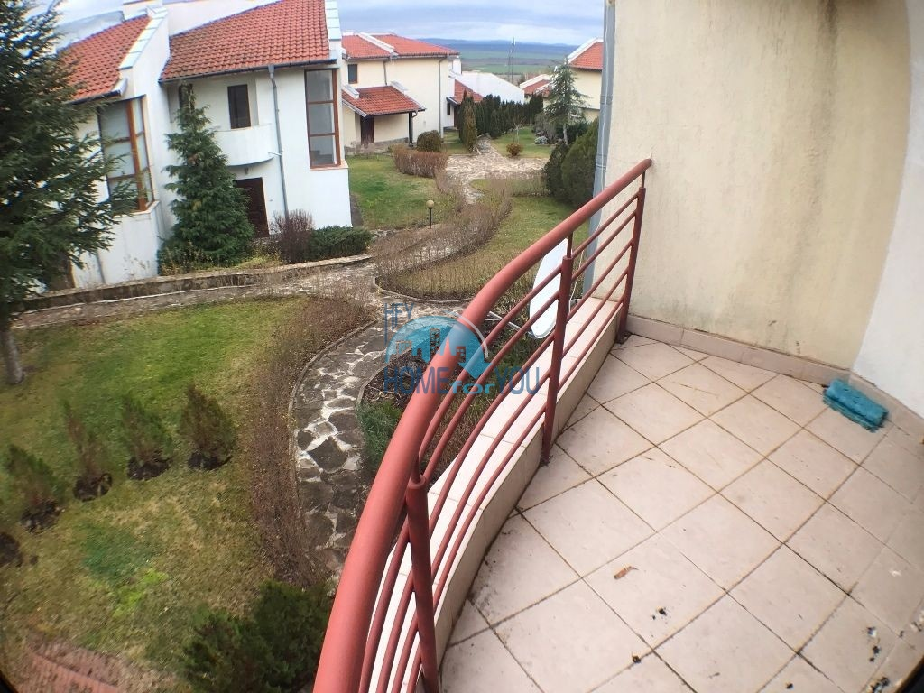 Таунхаус с тремя спальнями в хорошем комплексе в местности Кошарица 22