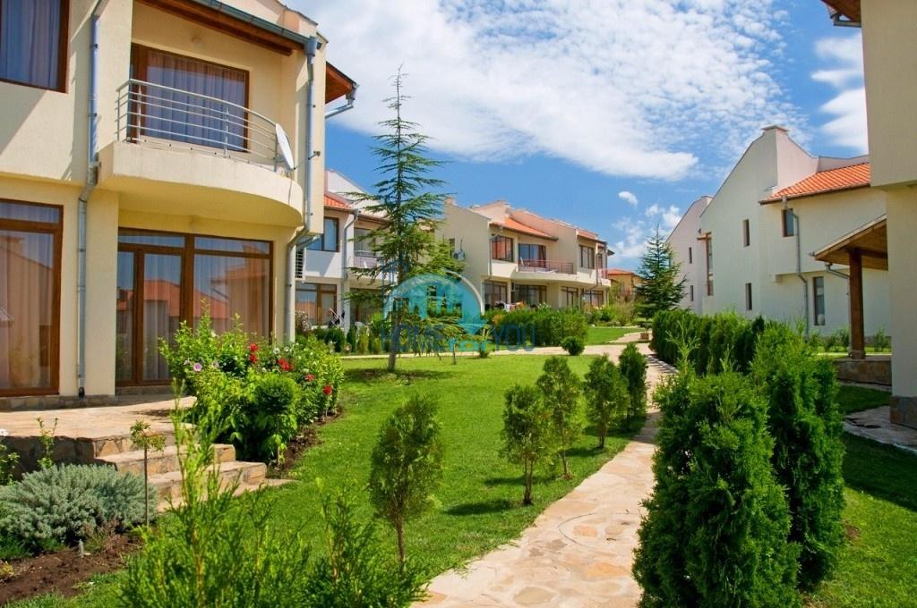 Таунхаус с тремя спальнями в хорошем комплексе в местности Кошарица 30