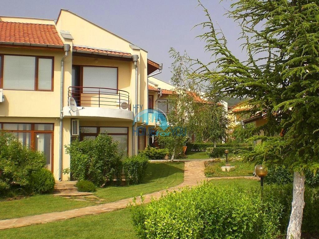 Таунхаус с тремя спальнями в хорошем комплексе в местности Кошарица 33