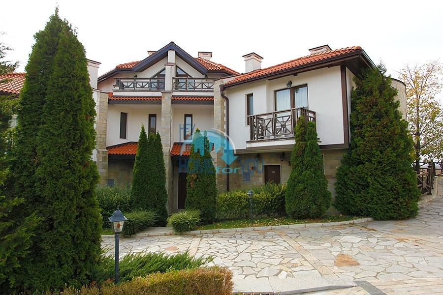 Меблированный двухэтажный таунхаус в местности Кошарица