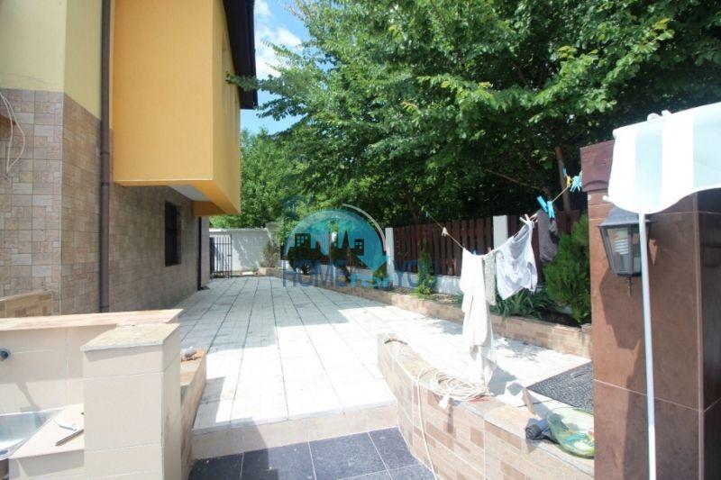 Меблированный ухоженный дом на продажу около Солнечного Берега 3