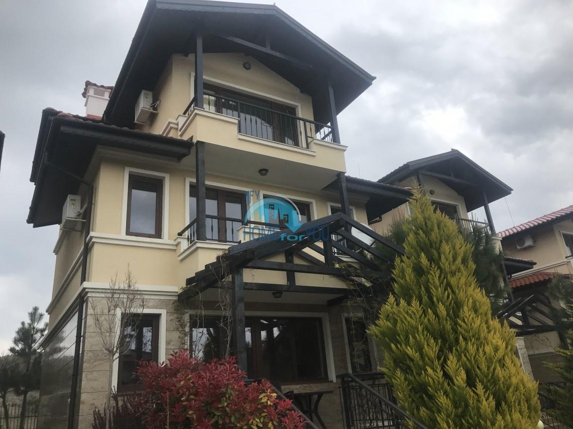 Отличный четырехэтажный дом в комплексе Святой Георгий, Кошарица
