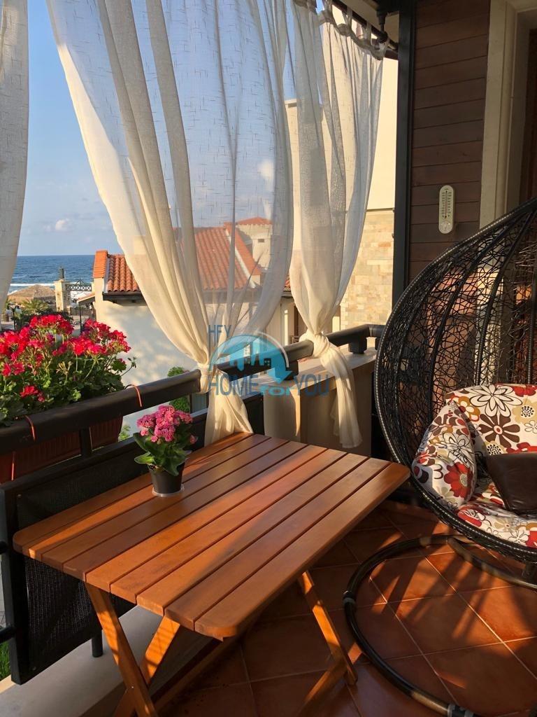 Комфортная двухкомнатная квартира с частичным видом на море в эксклюзивном комплексе на первой линии Oasis Resort & Spa, Лозенец