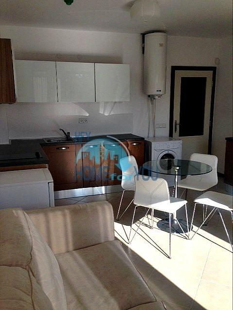Двухкомнатная квартира на первой линии Лозенца 12