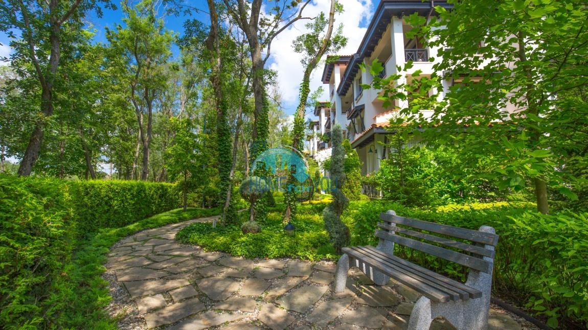 Меблированная двухкомнатная квартира в первоклассном комплексе Oasis Resort & Spa, Лозенец
