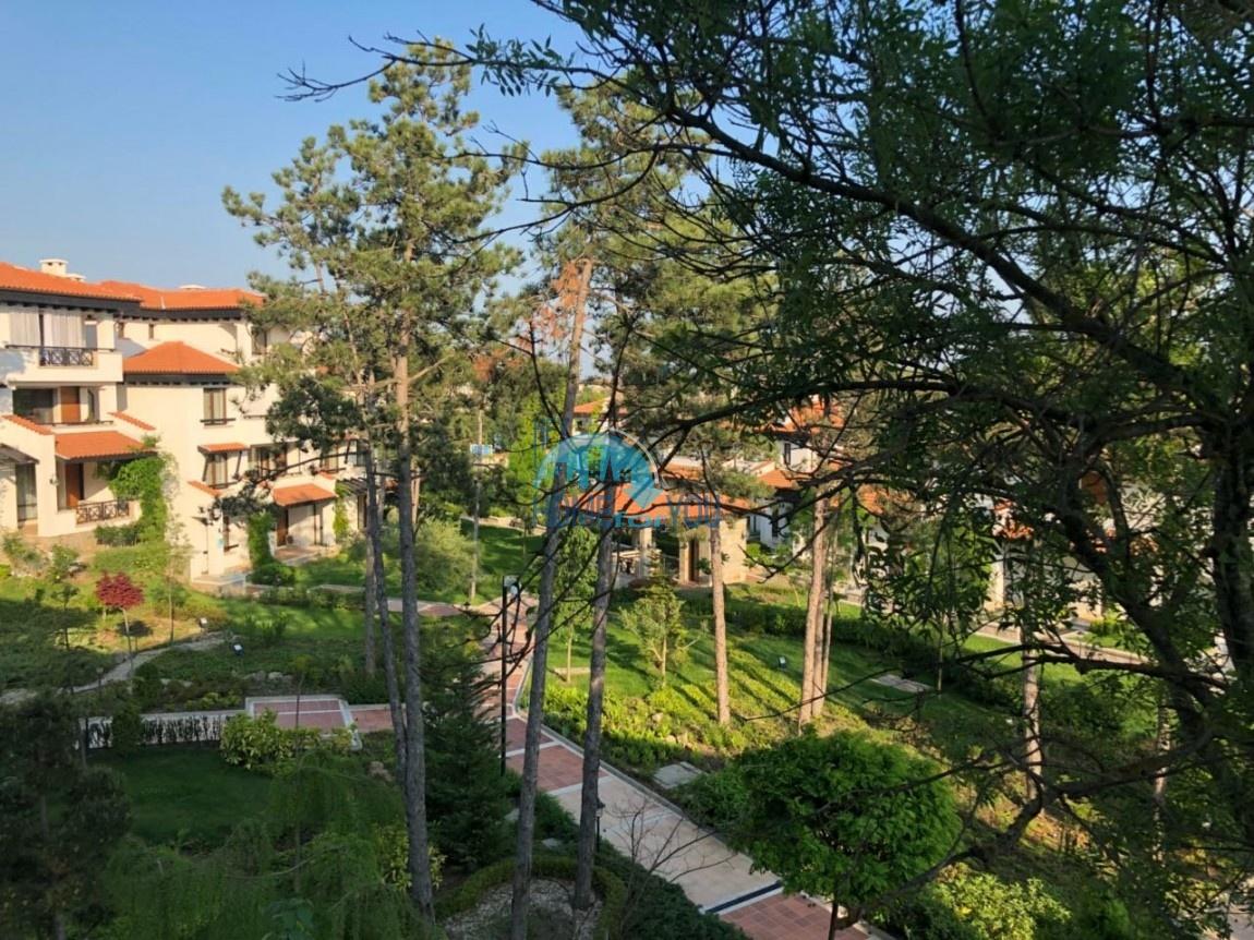 Новая двухкомнатная квартира с прекрасным видом на парк и гору в элитном комплексе Oasis Resort & Spa