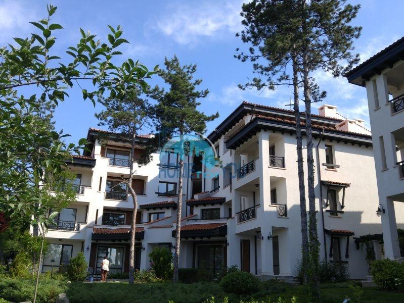 Комфортный и светлый двухкомнатный апартамент в элитном комплексе Оазис Резорт и Спа, Лозенец