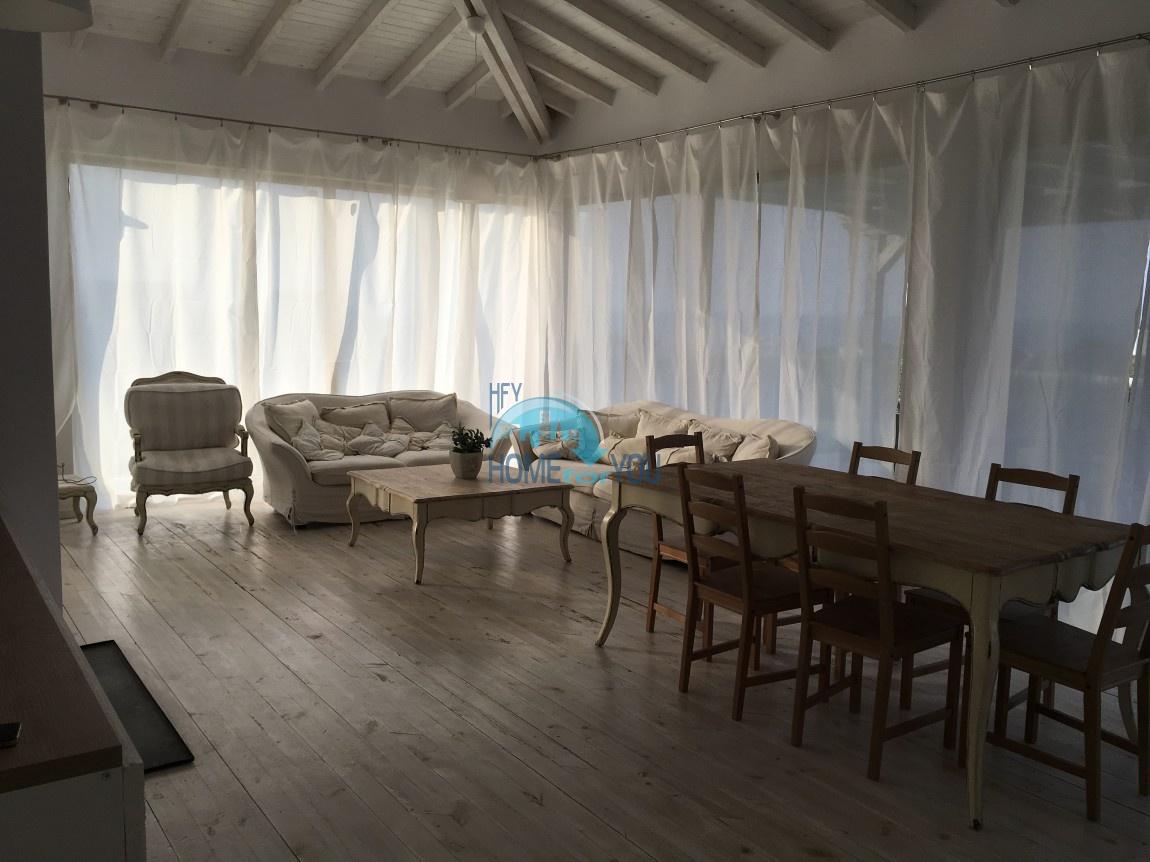 Просторный дом с высоким потолком у моря в курорте Лозенец