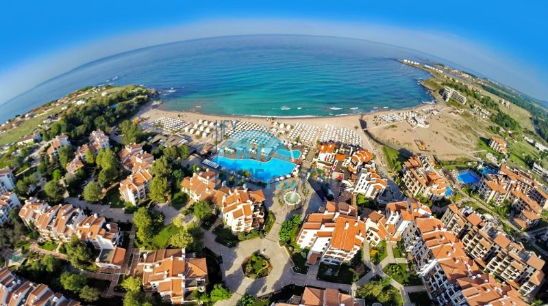 Отличная трехкомнатная квартира с видом на море в Оазисе