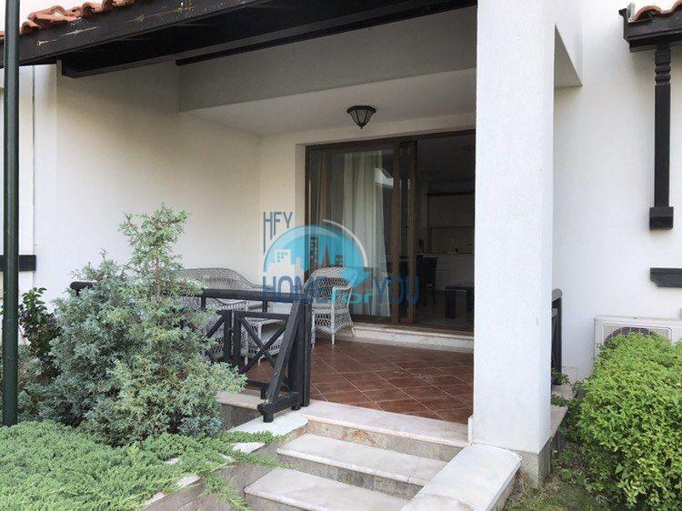Двухкомнатная квартира с мебелью на первой линии в Лозенеце
